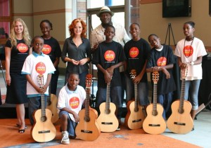 Bonnie Raitt and Taj Mahal with Jersey City kids