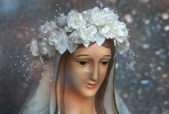 Statue of Vigin Mary in Winsor, Ontario said to weep tears of healing oil.