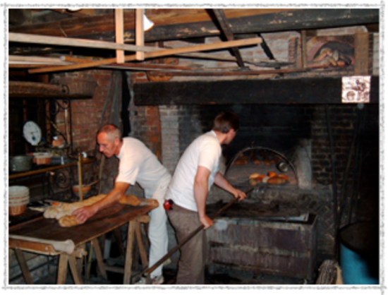 Working demomstration of breadmaking at La Haye de Routot.
