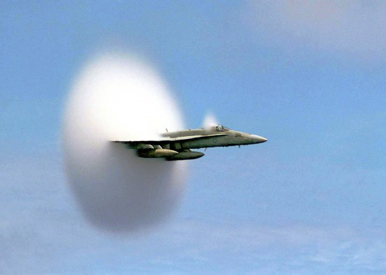 FA-18_Hornet_breaking_sound_barrier_(7_July_1999)