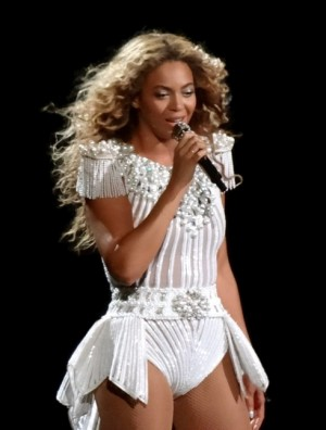 Beyonce performing in Montreal in 2013