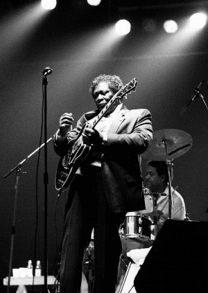 Performing with his famous guitar, Lucille
