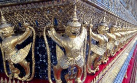 500 soldiers protecting the Emerald Buddha