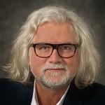 Peter-Vangiesen-HS-lighter-thumbnail-for-LinkedIn-etc-in-sRGB-for-internet-1