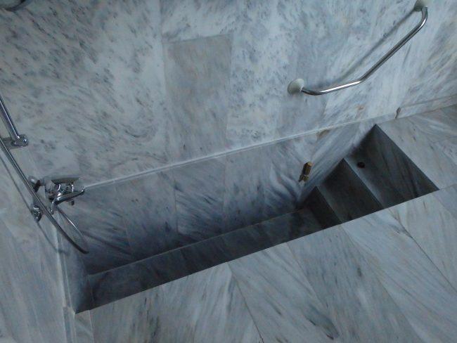 The Percival room's Roman bath.