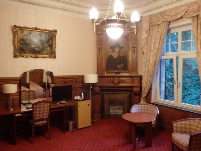 Our palatial room, complete with spooky 17th century tapestry.