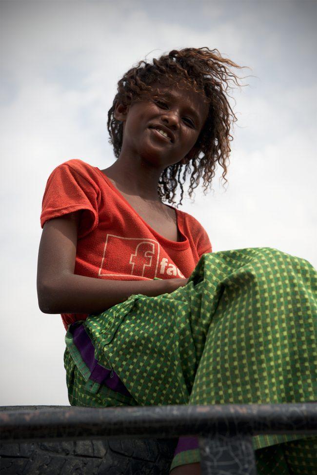An enchanting smile from a girl living at Hamedela © Emanuel Luttersdorfer