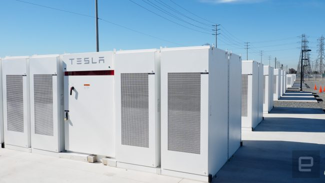 Tesla Powerpack installation. | Source: Cleantechnica
